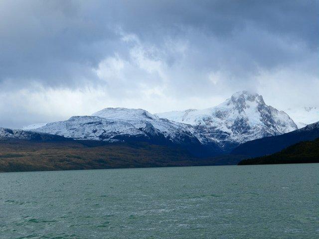 Navegando rumo aos Glaciares Balmaceda e Serrano