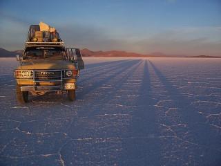 Jeep tour Hotel em Uyuni - Fronteira de San Pedro de Atacama