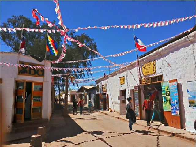 Voo a Calama e recepção em San Pedro do Atacama.