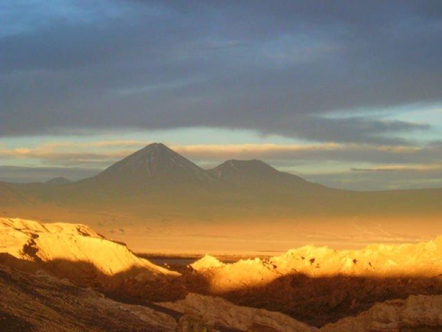 Voo a Calama e recepção em San Pedro do Atacama. Tour Astronômico